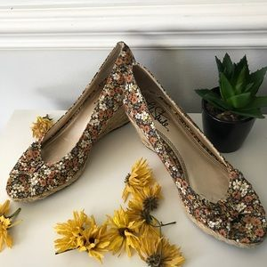 Life Stride Shoes - Floral Twine Wedges