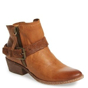 Dolce Vita Shoes - NWOB Dolce Vita Caramel Buckle Nevada Booties