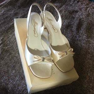 Shoes - Brand new never worn Michael Angelo Heels Ivory