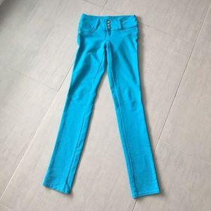 UTURN Jeans