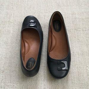 Clarks Shoes - EUC: Clarks Artisan Flats 👜👜👜