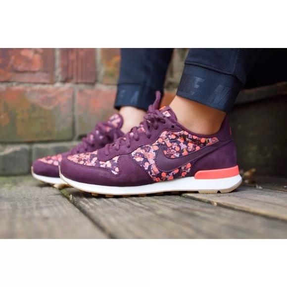 pretty nice 46aaf 61752 Nike Shoes | Womens Internationalist Liberty Qs Sneakers | Poshmark