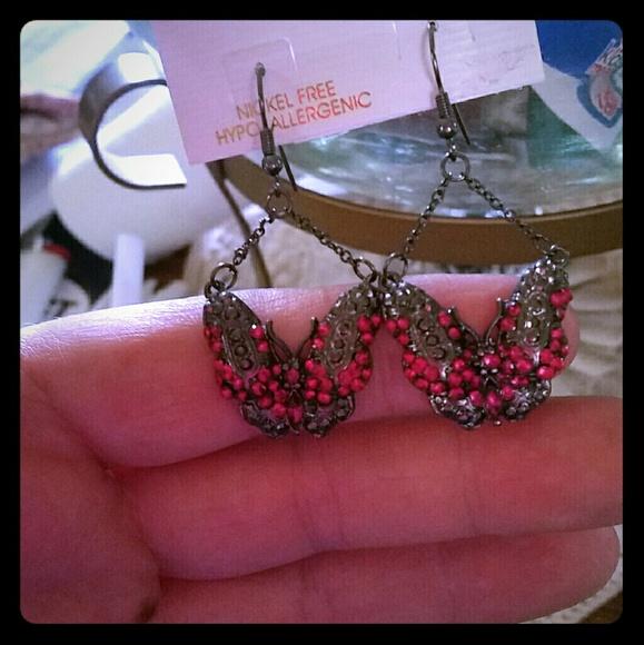 Jewelry - Pretty butterfly dangling earrings NWOT