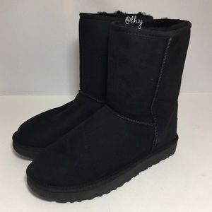 UGG CLASSIC SHORT BOOTS - SIZE 9