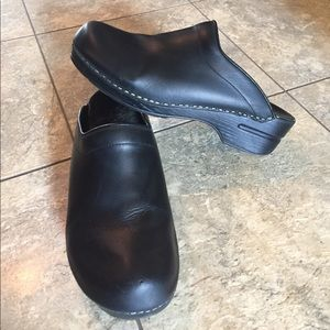 Dansko Shoes - Black Dansko's clogs sz 41