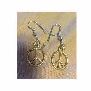 Jewelry - ✨NWOT✨ Peace sign earrings