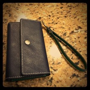 London Fog Accessories - Cell Phone Wristlet for iPhone 6s!!