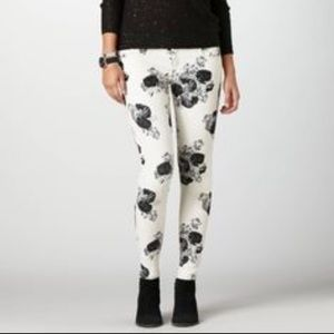 American Eagle Outfitters Denim - American Eagle floral Jegging!