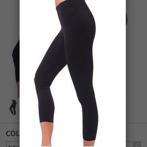 NuX Pants - NUX V-Crop Capri Leggings