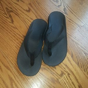 Chacos Shoes - Black Chacos slide sandals size 9