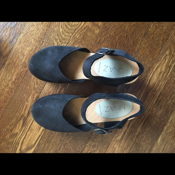 Nina Z Ingrid Black Closed Toe Clogs
