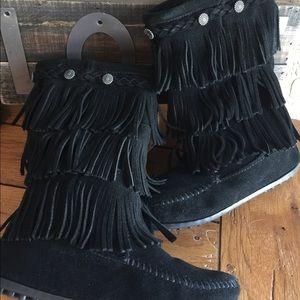 Minnetonka Shoes - ◼️MINNETONKA Fringe-Boots◼️