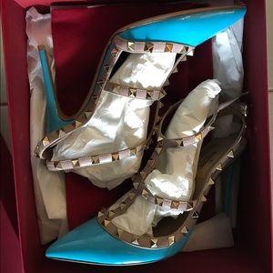 New in box Valentino Rockstud pumps size 40