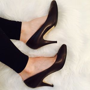 Newport News Shoes - Newport News Classic Leather Brown Pumps