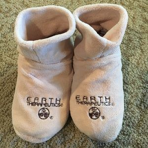 Earth Therapeudics Shoes - NEW Earth Therapeutics WOMENS Booties Hot Cold