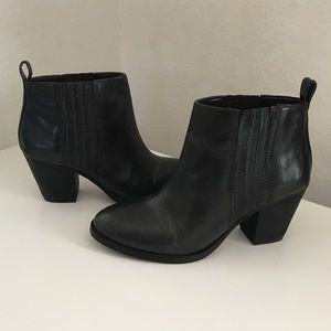 Nine West Shoes - ✨✨$25✨✨NEW Nine West Leather Ankle Boots