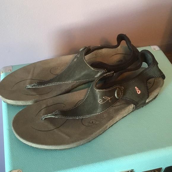 f3c86b1856d ahnu Shoes - Ahnu black leather Serena thong sandals 10.5 EUC
