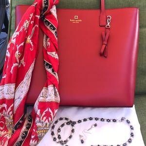 kate spade Handbags - ** SALE** Kate Spade New York Sawyer Tote❤️❤️💖💖