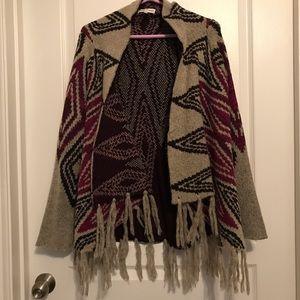 Woven Heart Gray Fringe Poncho Sweater (sz L)