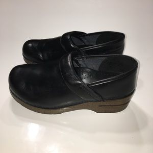 Dansko Shoes - Authentic Dansko black leather clogs sz 38 7 7.5