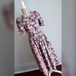 Laura Ashley Dresses & Skirts - 🎀Vintage Laura Ashley Dress🎀