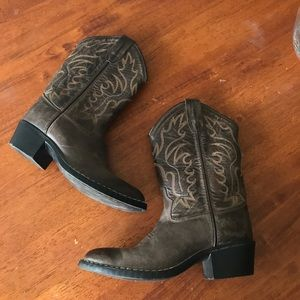47a65cc97c9 Back to school: old west style brown cowboy boots