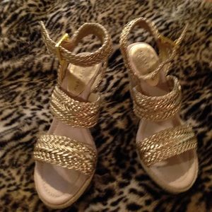 Apostrophe Shoes - Apostrophe Gold sandals, wedge with rope heel