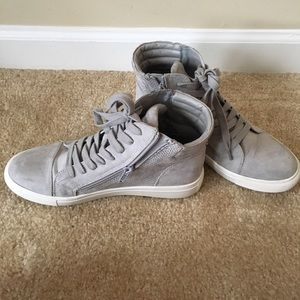 Shoes - Steve Madden Gray Suede Shoes size 8
