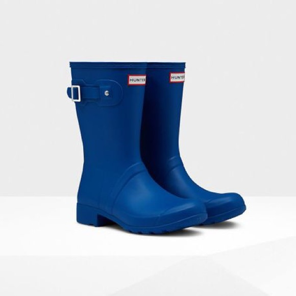 50 off hunter shoes sale hunter original tour short blue rain boots from sarah 39 s closet on. Black Bedroom Furniture Sets. Home Design Ideas