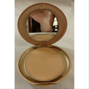 Milani Other - NEW Milani Beige 08 Pressed Powder Compact
