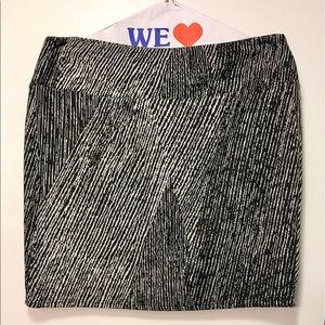 Bloomingdale's Dresses & Skirts - Bloomingdale's Aqua Black and White Pattern Skirt