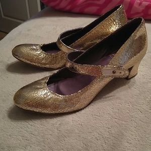 Due Farina Gold Crackled Heels Size 8