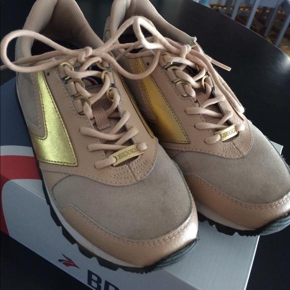 91ef6c6c973 Brooks Shoes - Brooks Chariot coffee house macchiato EUC 8.5
