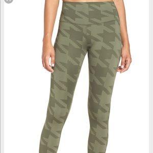 ALO Yoga Pants - Airbrush legging (houndstooth)