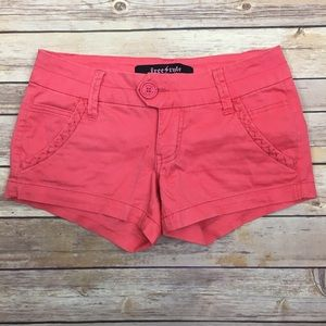 Freestyle Pants - Coral shorts with detailed pockets