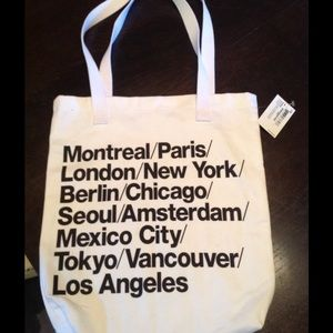 American Apparel Handbags - Small AA cities tote💕