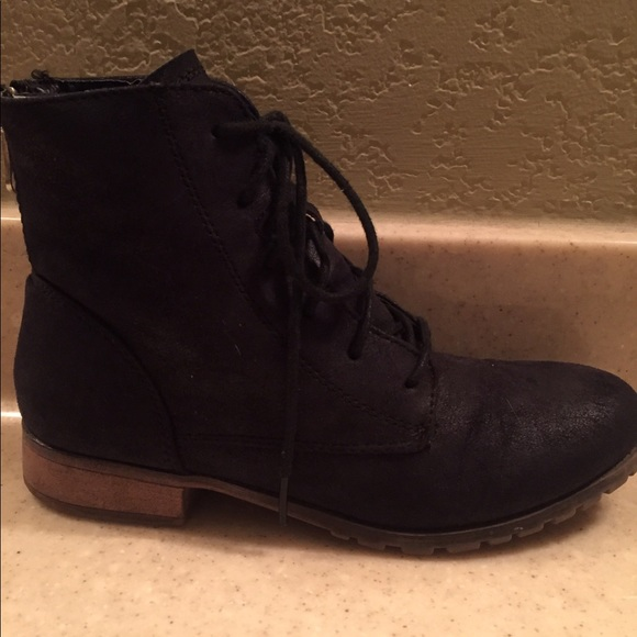 49 shoes black lace up ankle boot with back zipper