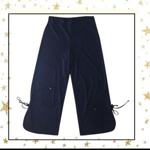 Pants - Black capris