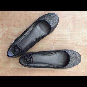 Shoes - Fergalicious blingy flat sz 10