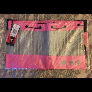 TYR Handbags - 🏊🏻♀️ New TYR swim bag w/bonus swim caps 🏊🏻♀️