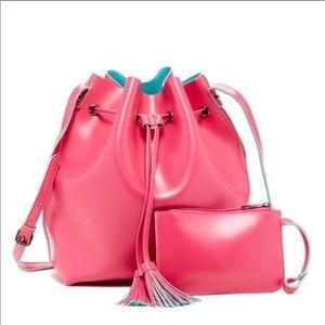 Yoki Handbags - Drawstring/bucket bag with fringes