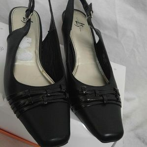 Life Stride Shoes - Black size 10 life stride slingback pump shoes