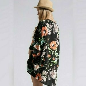 Fashionomics Jackets & Blazers - Short sleeve Black Floral kimono