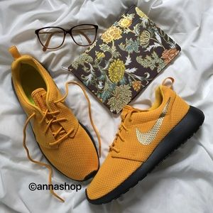 Nike Shoes - NWT Nike roshe ID gold swoosh