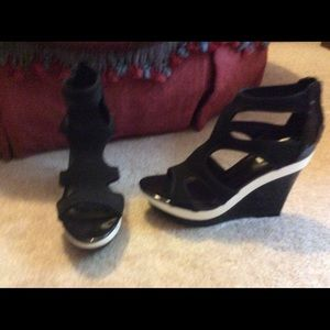 NWOT Simply Vera by Vera Wang wedges size 9