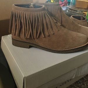 Super cute Steve Madden Suede Gypsi Booties!