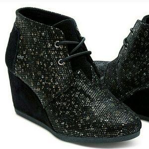 TOMS Shoes - NEW TOMs Black Shimmer Wedge