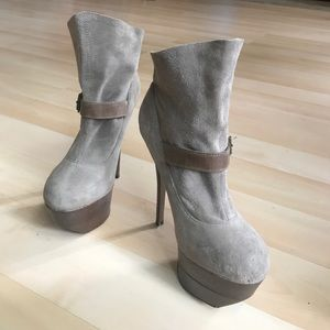 Wild Pair Shoes - Grey suede platform booties