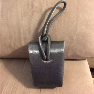 La Regale Handbags - Shiny silver clutch with knot loop