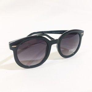 Accessories - NEW black oversized round wayfarer sunglasses